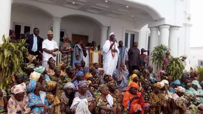 Ooni Ogunwusi with widows at Flag off of 5 cooperative societies
