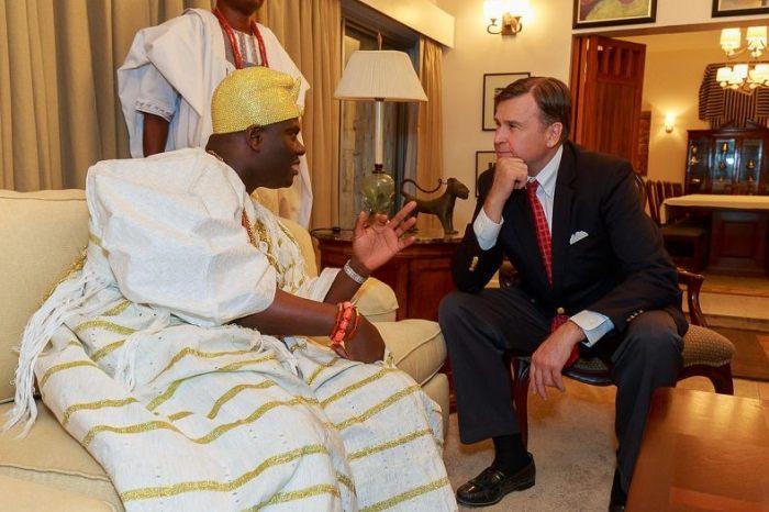 ooni-speaking with US ambassador