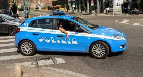 italian-policemen in car