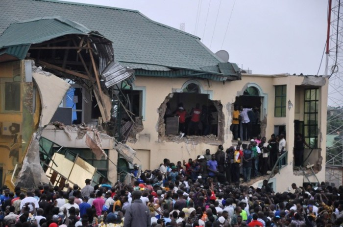 Pic.6.-Yinka-Ayefele_s-Fresh-FM-building-Demolitions-in-Ibadan