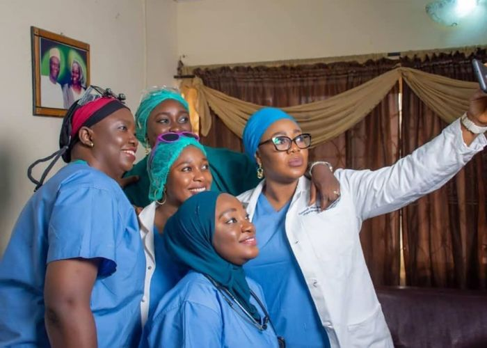Family Of 5 Nigerian Sisters Who All Became DoctorsAGAPEN 1111