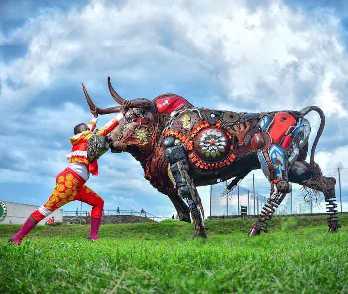 Nigerian sculptor DOTUN POPOOLA makes life-size sculptures using scrap metal and found objectsAGAPEN2