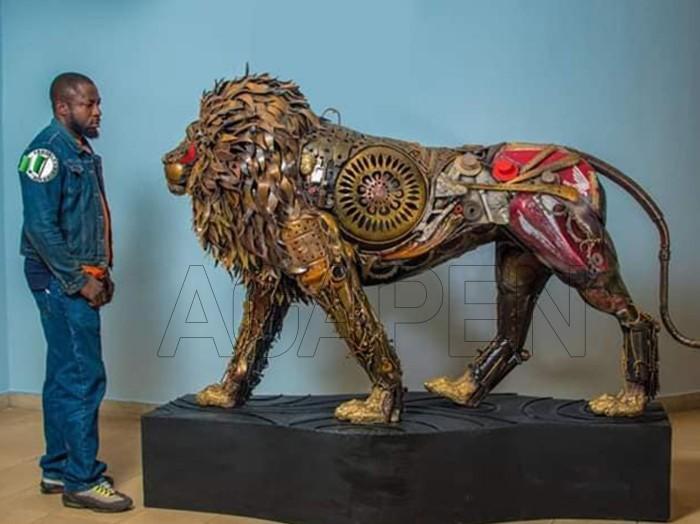 Nigerian sculptor DOTUN POPOOLA makes life-size sculpturesAGAPEN