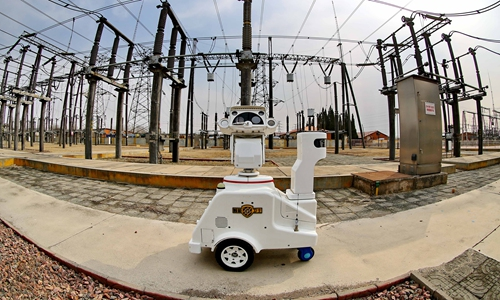 Robots inspect a transformer substation in Qinhuangdao, North China's Hebei Province on Thursday.