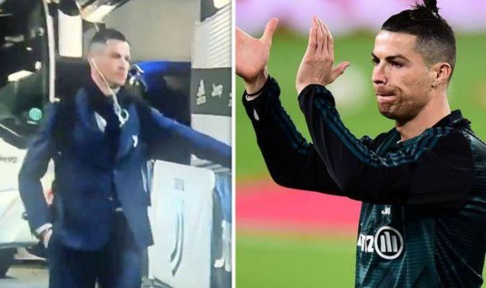 Ronaldo Amusingly Shakes Hands With Invisible FansAGAPEN 11