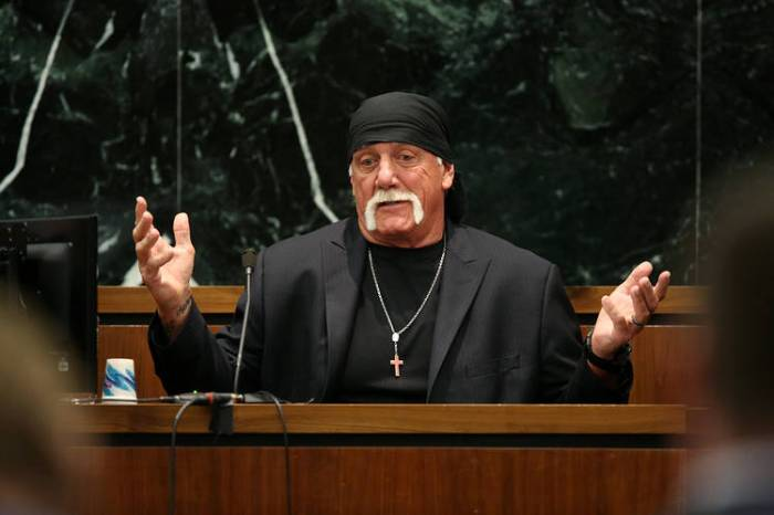 Hulk-Hogan-preaching-AGAPEN1